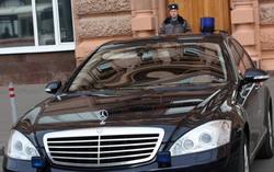 Это'О получил в пользование машину с правительственными спецномерами и мощнейшие меры безопасности