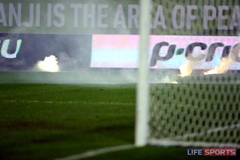 """""""Анжи"""" может быть оштрафован за брошенные файера в игре с """"АЗ"""". Фото: L!feSports"""